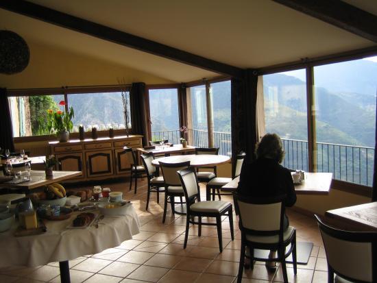 Roure, France: Auberge le Robur  dining room