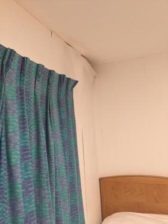 Garden Lodge Hotel: curtains do not shut