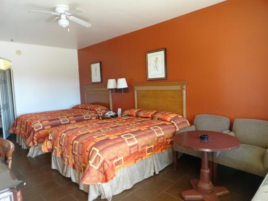 Americas Best Value Inn Brownsville/Padre Island Highway: Room with 2 Beds