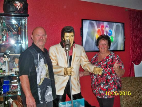 Kirbyville, MO: Hanging out with Elvis