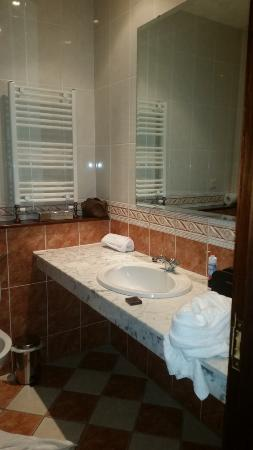 Seven Oaks Hotel: Bathroom 3