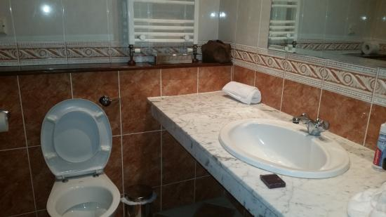 Seven Oaks Hotel: Bathroom 4