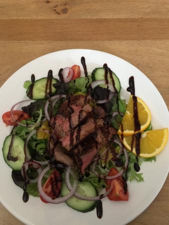 Winslow, UK: Steak salad superbly presented