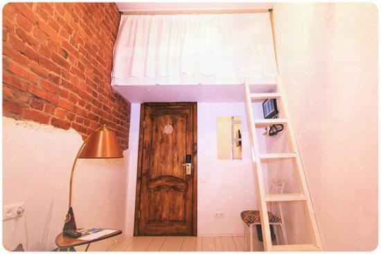 """Taiga: 2хместный номер """"Лофт"""" с дополнительной лофт-кроватью для 3-го человека, кондиционером и телевиз"""