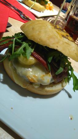 Burger du terroir et milkshake vanille fromage de - Herve cuisine hamburger ...