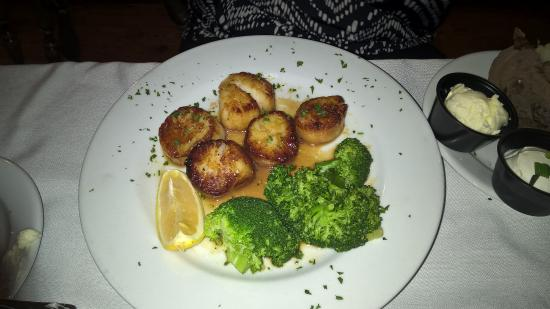 Billy's Tap Room & Grill : My wife's scallops