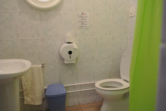 Dreckiges Badezimmer - Picture of Hotel Blue Bell, Ponta Do Sol ...
