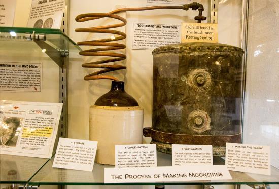 Shoshone, Καλιφόρνια: Home distillery apparatus and explanation