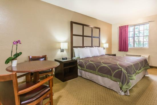 Super 8 Lake City: Standard King Room