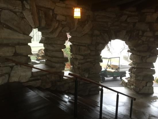 Mohonk Mountain House: Historic elegance.