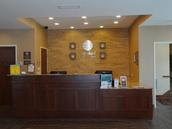 Front Desk Picture Of Comfort Inn Suites Sioux Falls Tripadvisor