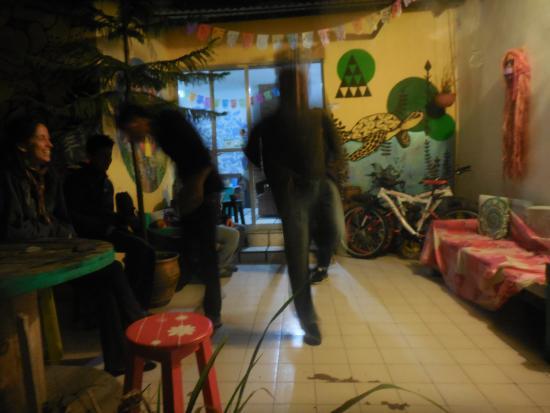 Hostal Akumal: También bailamos