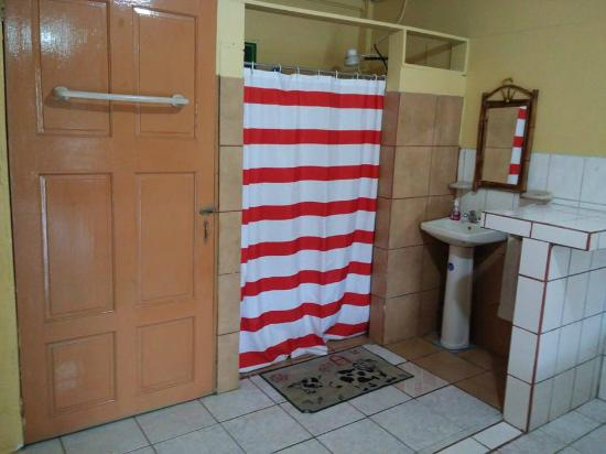 Cabinas De Baño Easy:area de Baño – Picture of Cabinas The Corner, Puerto Jimenez