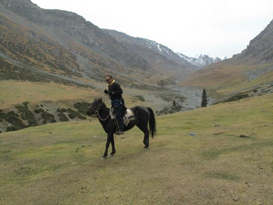 Hami, China: Hire a horse