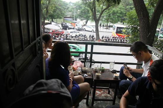 [Image: cafe-dinh.jpg]
