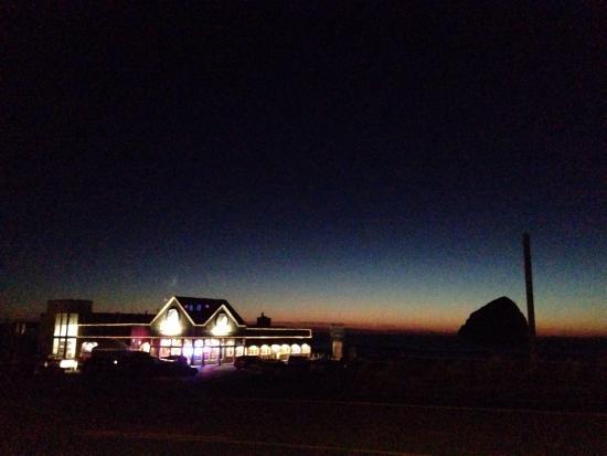Inn At Cape Kiwanda: photo5.jpg