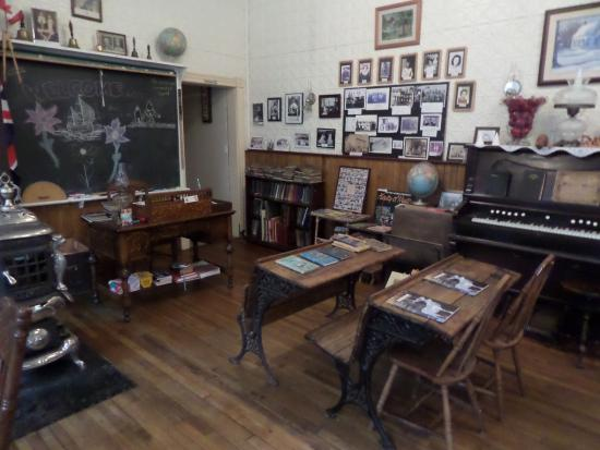 The Old Ormsby School House : School room history display