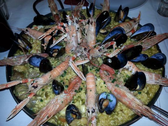 Rivignano, İtalya: paella