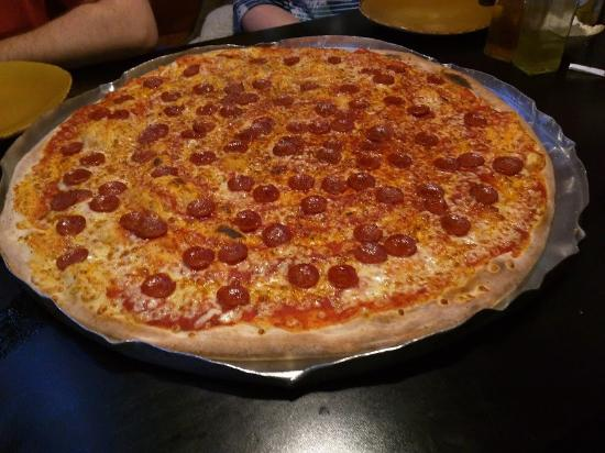 Little Wing: 24-inch pizza