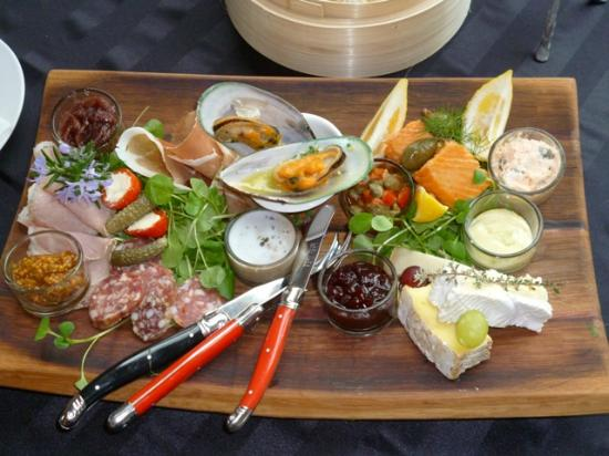 Marlborough Wine Tours : From platter lunches to 3 course lunch and food matches