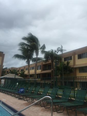 Surf Rider Resort : Sitting by the pool watching the wind blow