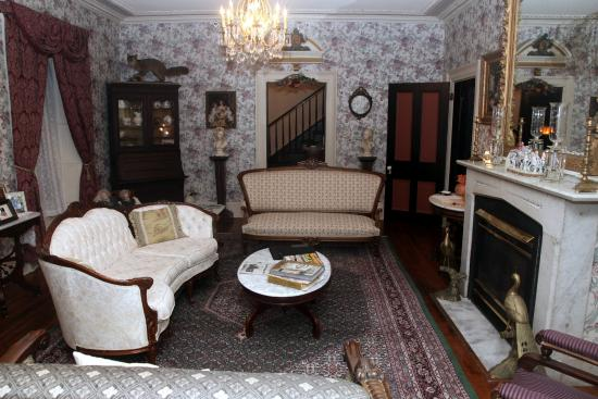 Doctor's Inn: Front Parlor