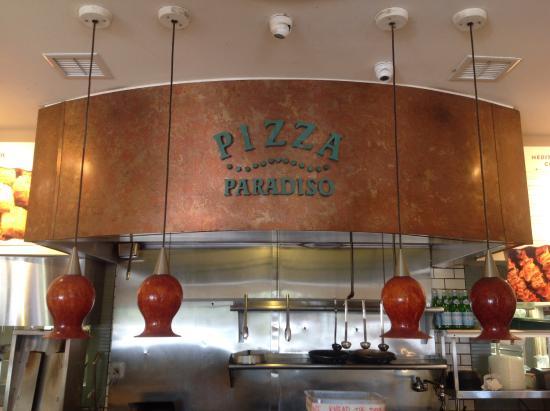 Pizza Paradiso Mediterranean Grill: Great food at Pizza Paradiso in Lahaina.