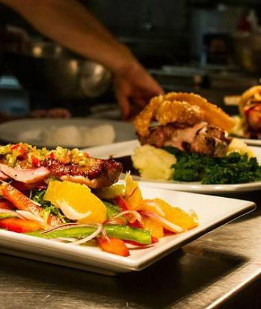 White Star Hotel Restaurant: Large local food selection