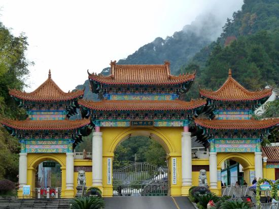 Mount Fanjing : gate (tickets)