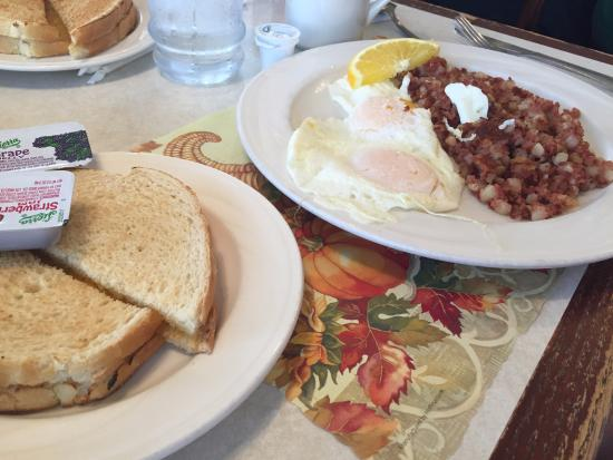 Country House : Corned beef hash breakfast