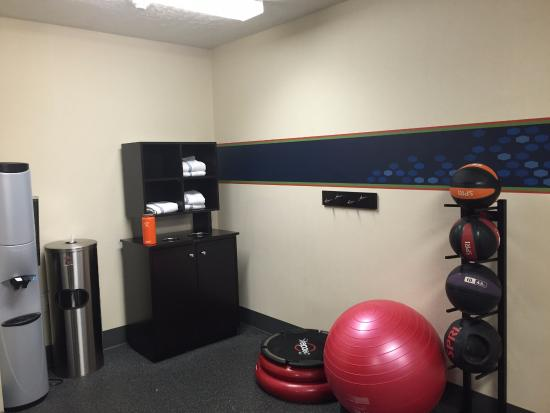 Hampton Inn Sierra Vista: Other side of the small gym