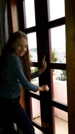 Villa Pink House: окно)
