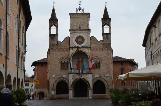 Pordenone, Italie : Ратуша Порденоне