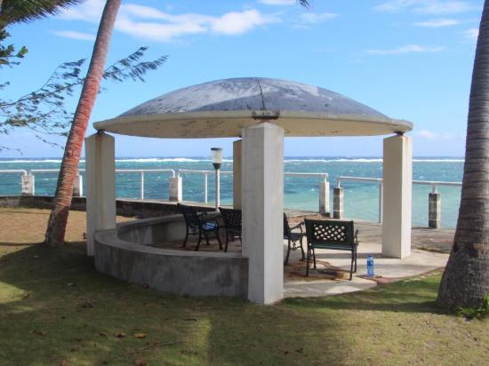 Sandy Point Beach Cottages: Seating area