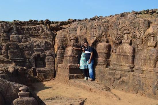 Jajpur, Indie: Rock-cut stupas at langudi