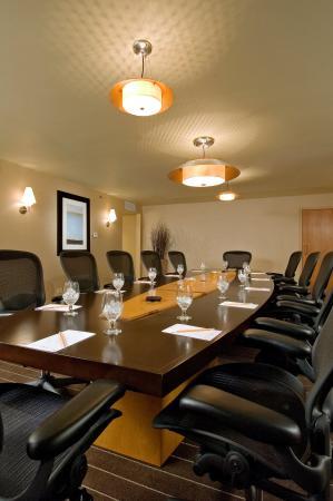 DoubleTree by Hilton Chicago - Arlington Heights: Executive Boardroom