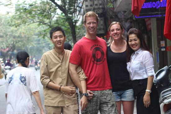 Hanoi Rendezvous Hotel: Happy moment with guests