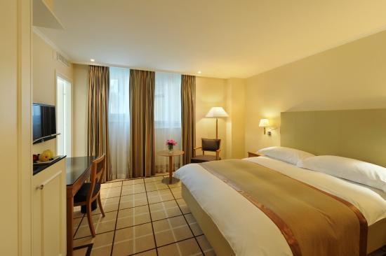 ... la salle – chambre simple hotel definition : Chambre simple standard