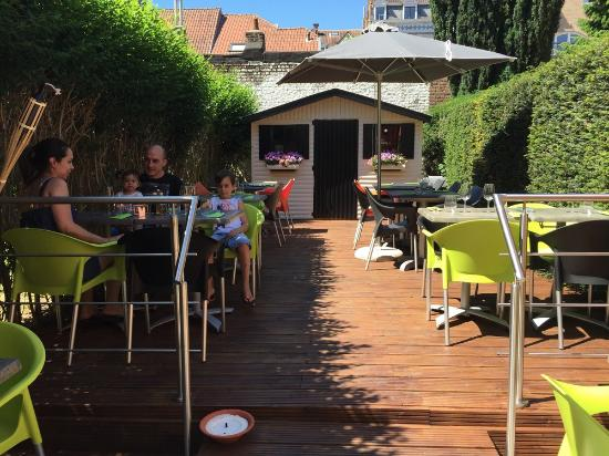Le jardin du restaurant - Photo de Pizza Zazza, Uccle ...