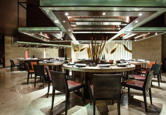 Nami Teppanyaki Steakhouse - at the JW Marriott Hotel Bangkok: Nami Teppanyaki ambience