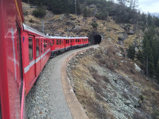 Visit Valtellina - Day Tours: treno