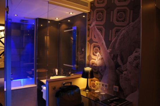 Chambre salle de bains photo de h tel design secret de for Hotel secret de paris