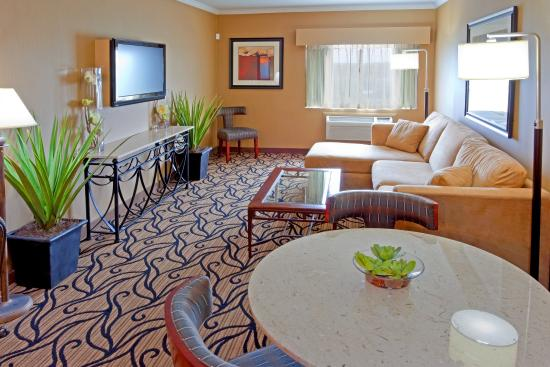 Stony Brook, NY: Bringing family and friends? Book our Two Room Executive Suite!