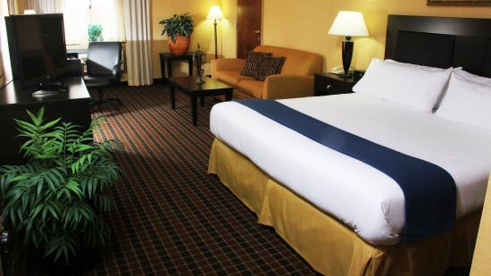 Stony Brook, NY: Relax in our spacious king bed guest rooms