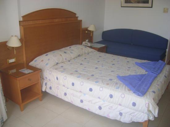 Zetelbed 2 Personen.Kamer Met 2 Pers Bed En 1 Pers Slaapbank Picture Of Blue Horizon