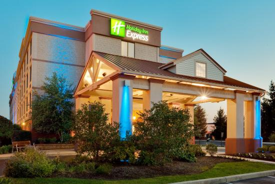 Holiday Inn Express Exton - Lionville: The Beautiful Holiday Inn Express Exton Exterior at dusk