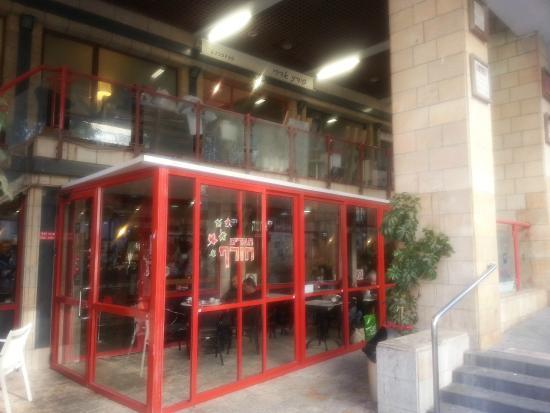 Cafe Aroma: вход в кафе