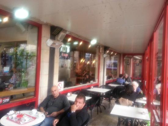 Cafe Aroma: вид на террасу