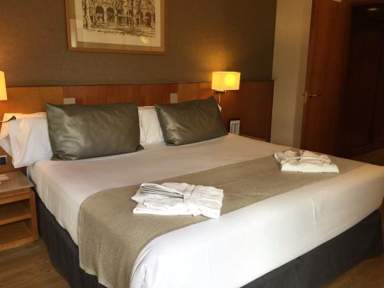 Catalonia Gran Via : غرفة النوم