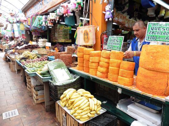El Popo Market: Käse- und Obst-Ensemble
